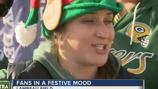 Packers fans feel the holiday spirit - Video