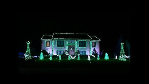 Christmas light show incredibly syncs to 'Sugar Plum Groove'
