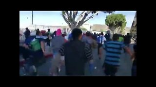 Video shows migrants running toward border - Video