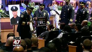Detroit officer honored for compassion - Video