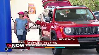 People waiting hours for gas after Hurricane Irma - Video
