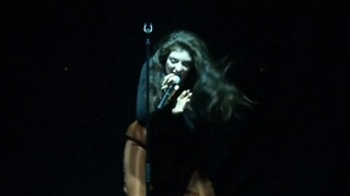 Lorde embarrased by 'Royals' - Video