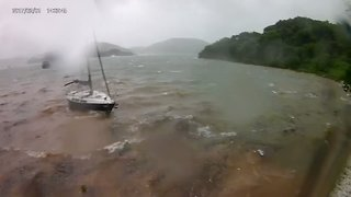 Yacht Runs Aground as Typhoon Hato Hits Hong Kong - Video