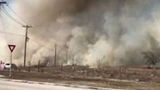 Willow Park Brush Fire Burns Close to Roads, Ranches - Video