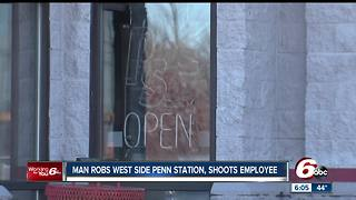 Penn Station employee shot in shoulder during robbery - Video