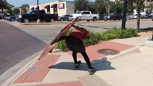 Sign spinner shows off unbelievable skills - Video