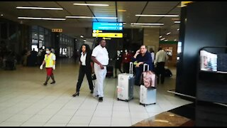 SOUTH AFRICA - Johannesburg - Cathay Pacific Flight from Hong Kong - Video (d3o)