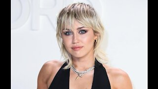 Miley Cyrus blasts MTV Video Music Awards production team for 'sexist comments'