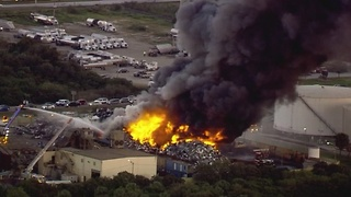 Massive fire erupts near Port of Tampa at recycling center - Video