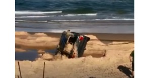 Tow Truck Recovers Submerged Car on Fraser Island Beach - Video