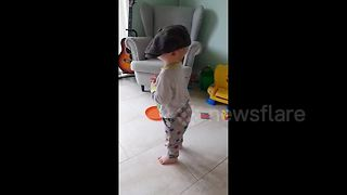 Toddler dons flat cap on Yorkshire day - Video