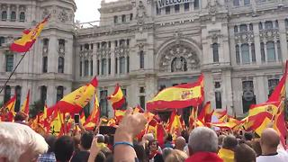 Thousands of supporters of Spanish unity rally in Madrid - Video