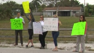 Parents protest outside Boca Raton Middle School over teacher behind Satanic display - Video