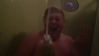 Dad hilariously documents why son takes so long to shower - Video