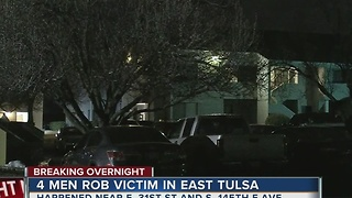 Man robbed outside East Tulsa apartment complex overnight