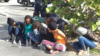 Migrants detained on Jupiter Island; the group included a pregnant woman and two children - Video