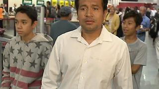 Father says goodbye to his family before being deported back to Mexico