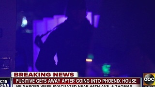 Phoenix police: Suspect with warrants escapes from officers after break-in - Video
