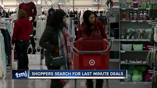 Shoppers search for last minute deals - Video