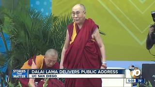 Dalai Lama delivers public address - Video