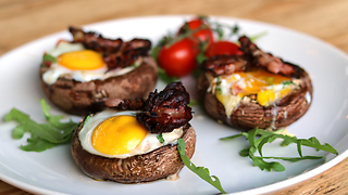 How to make crispy bacon egg portobellos - Video