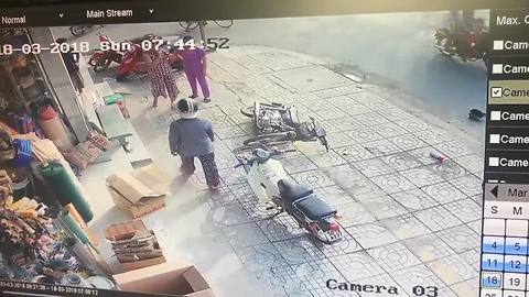 Moped thieves attempt to rip necklace from woman