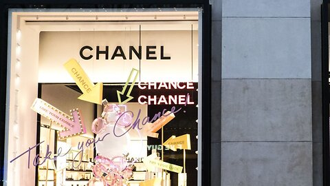 Chanel Begins To Work On Face Masks For France