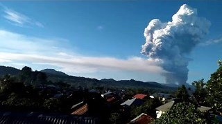 Ash Cloud Rises From Mount Soputan in Indonesia in January 2016 - Video