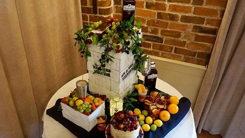 Let the good times be gin! Cake maker creates gin-lovers cake that pours out real alcohol