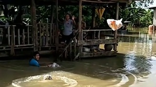 Relief Workers Throw Supplies to Locals Trapped by Floodwaters - Video