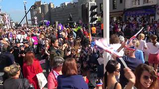 Windsor already packed with spectators at 9am - Video