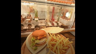 A Robot That's Designed to Cook Burgers - Video