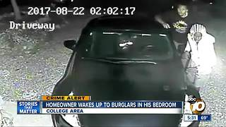 Homeowner wakes up to burglars in his bedroom - Video