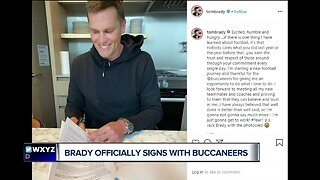 Tom Brady officially signs with Buccaneers