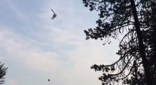 Helicopter Helps Contain Oregon Forest Wildfires - Video