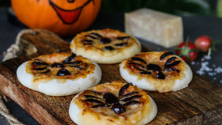 Halloween-Themed Mini Pizzas Are Great For Children's Halloween Party