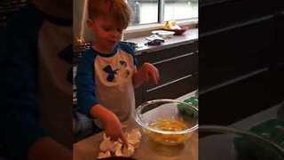 Culinary Whiz Kid Proves He's a Master Egg Cracker