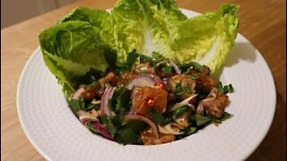 Delicious recipes: Thai spicy salmon sashimi salad
