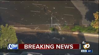 Massiver water main break near homes - Video