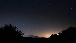 Couple Capture Leonids Meteor Shower From Joshua Tree National Park - Video