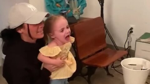 Little girl is scared of Easter Bunny, but finds out it's her aunt