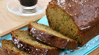 How to make sweet zucchini bread - Video