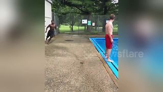 Self-styled 'parkour-gymnast' dives over friend standing beside pool - Video