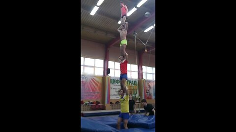 Amazing acrobats in Moscow create impressive human tower