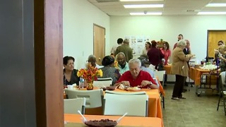 Non-profit serves Thanksgiving meal to seniors - Video