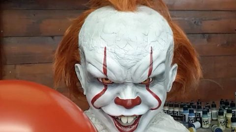 'Don't You Want It?': Incredible Sculptor Turns Halloween Nightmare Into A Terrifying Reality By Creating A Freakishly Realistic Model Of Pennywise The Clown