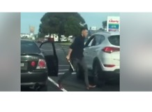 Man Threatens Driver With Bat in Melbourne Road Rage Incident - Video