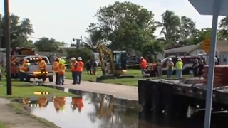 2 injured when crane collapses in Lauderhill