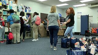 Feeding Tampa Bay supplies families with food