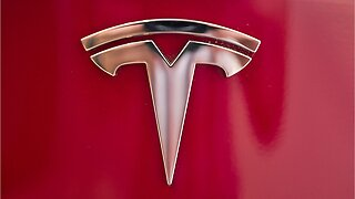 Tesla offers free supercharging